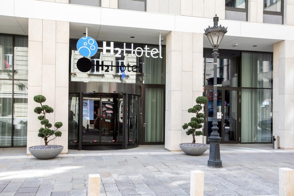 aussenansicht-tag-04-h2-hotel-budapest