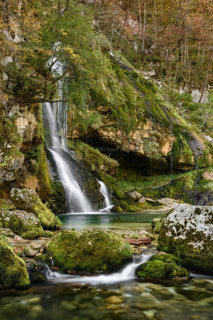 Slap Virje in Slowenien | Slap Virje ist ein schöner ca. 12 m hoher Wasserfall in Plužna, westlich von Bovec in der Region Goriška - Tolmin, Slowenien.