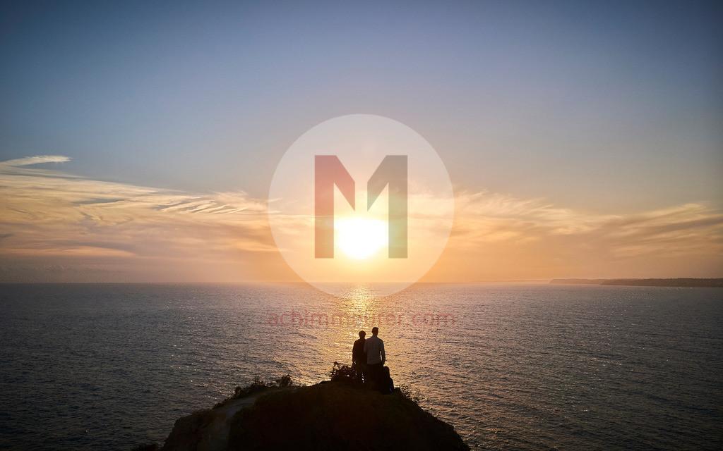 Sonnenuntergang an der Küste von Lagos, Algarve, Portugal