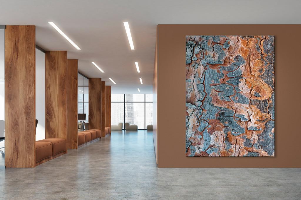 Foyer mit Motiv Kiefernrinde | Anwendungsbeispiel für eine Wandgestaltung für den Eingangsbereich in Ihrem Unternehmen. Sie finden das Motiv in der Galerie Farben und Formen - Bäume und Grün