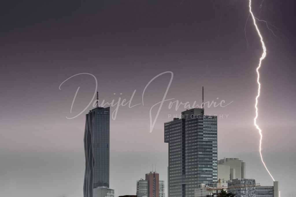 Gewitter | Blitzschlag bei der Donaucity