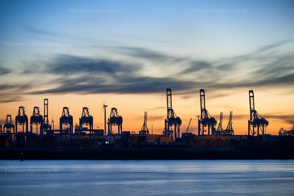 10191208 - Hafenkräne am Abend   Abendstimmung im Hamburger Hafen.