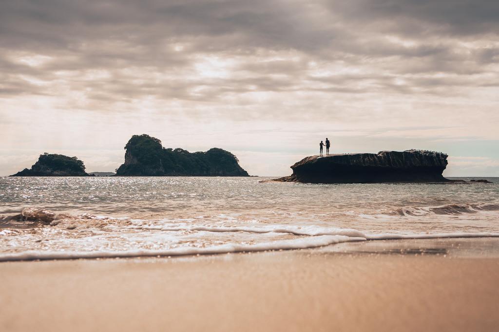 Morgenstimmung am Strand von Cathedral Cove   Morgenstimmung am Strand von Cathedral Cove