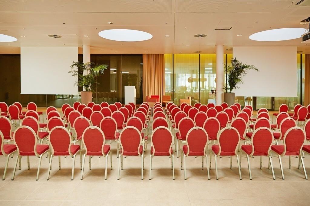eventhof-stuhlreihen-02-h4-hotel-muenchen-messe