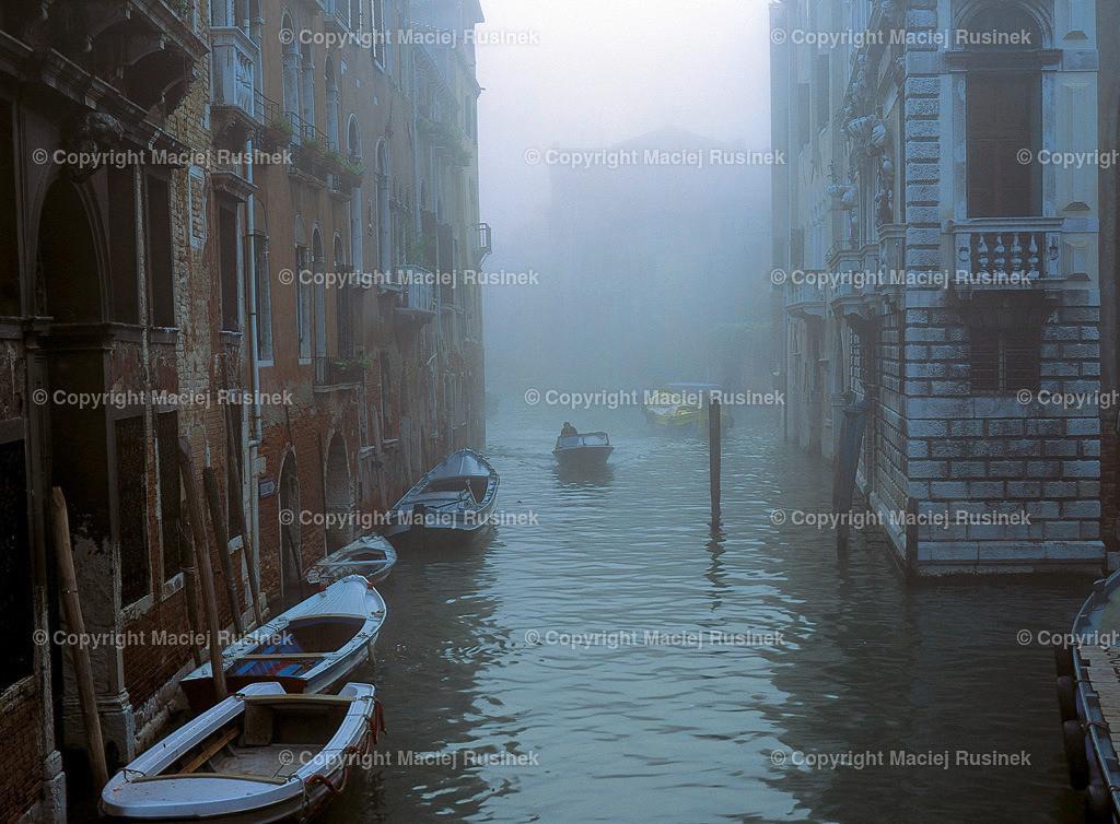 Venedig_15 | Venedig in Nebel bei tages Licht, Aufnahme auf konventionellen Dia Film Material von Fuji Velvia Prof im Jahr 1992, mit Mittelformat Kamera 4,5x6 cm, hochauflösend gescannt,