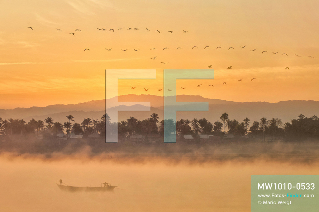 MW1010-0533 | Myanmar | Meditative Fotos | Morgenstimmung am Ayeyarwady-Fluss  ** Feindaten bitte anfragen bei Mario Weigt Photography, info@asia-stories.com **