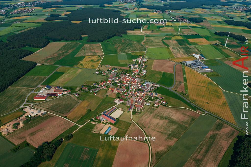 pirkach-emskirchen-18-798 | aktuelles Luftbild von Pirkach Emskirchen - Luftaufnahme wurde 2018 von https://frankenair.de mittels Flugzeug (keine Drohne) erstellt.