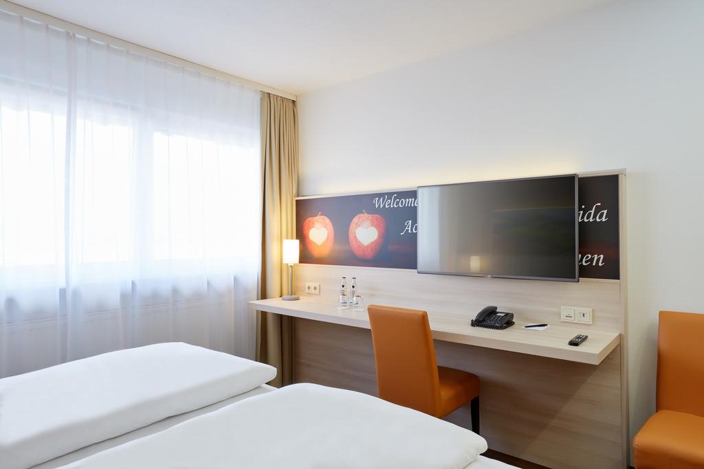 zimmer-komfort-doppelzimmer-04-hplus-hotel-stuttgart-herrenberg