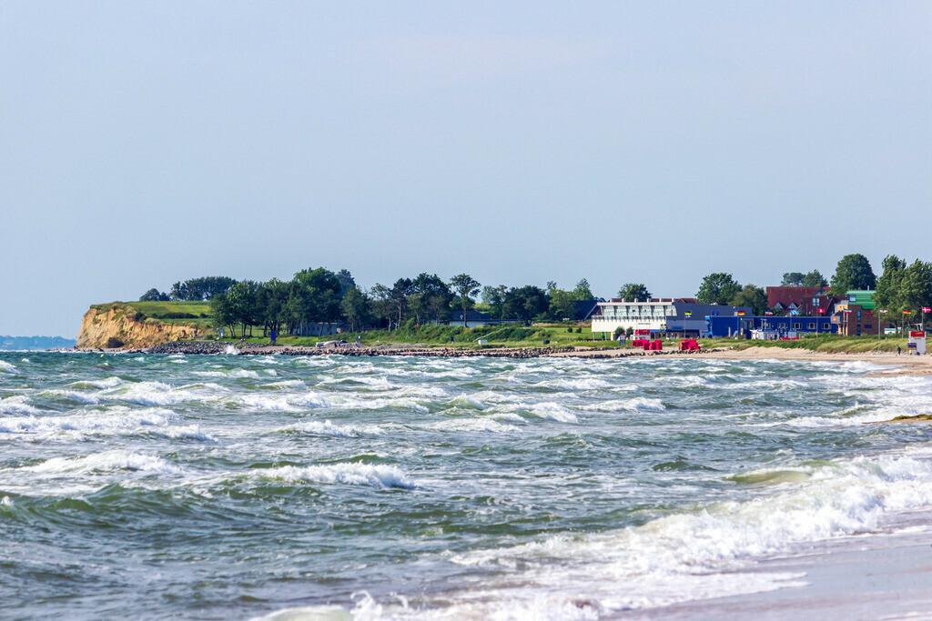 Sommer am Meer   Wellen am Ostseestrand