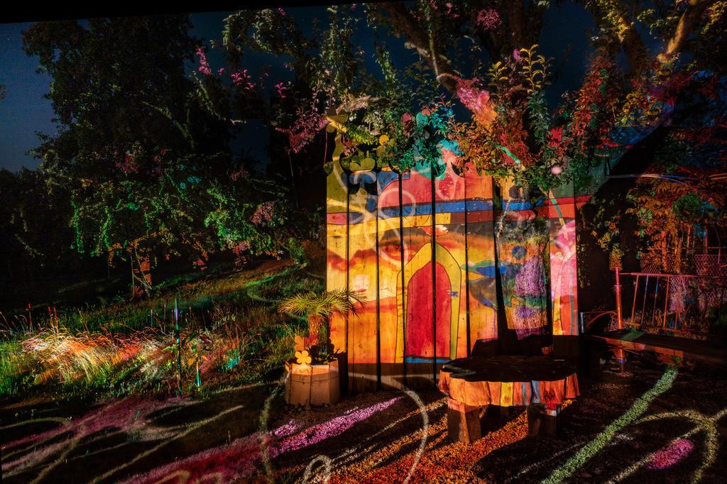 Bunter Abend 8 | Den Garten in ein Märchen verwandeln.Es bedarf nur  viele meiner Bilder, einen Photoapparat, 6 Projektoren, einen Kopf voll Ideen und einen Abend Zeit sie sichtbar zu machen. Diese Motive können sich auch zur Gestaltung von Postkarten, Einladungen oder Sprüchen eignen. - enjoy!