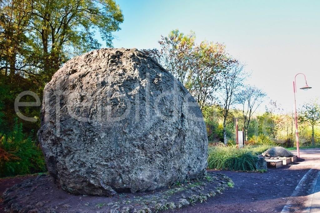 Strohn, Lavabombe | Die Lavabombe in Strohn (Eifel / Vulkaneifel)