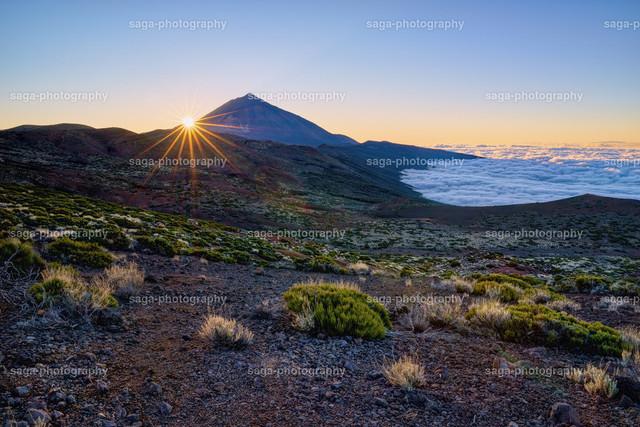 Sonnenuntergang am Teide auf Teneriffa | Die Cañadas del Teide mit dem Vulkan und dem Wolkenmeer kurz vor Sonnenuntergang