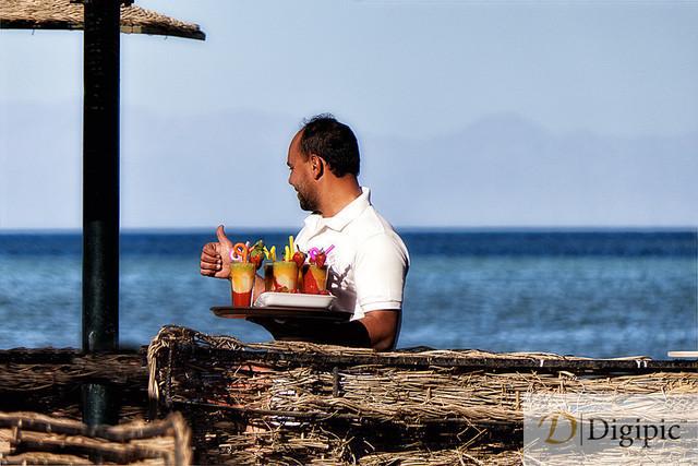 Hurghada_Jänner 2020_452Bv | Cocktail Kellner in Hurghada Strandbar