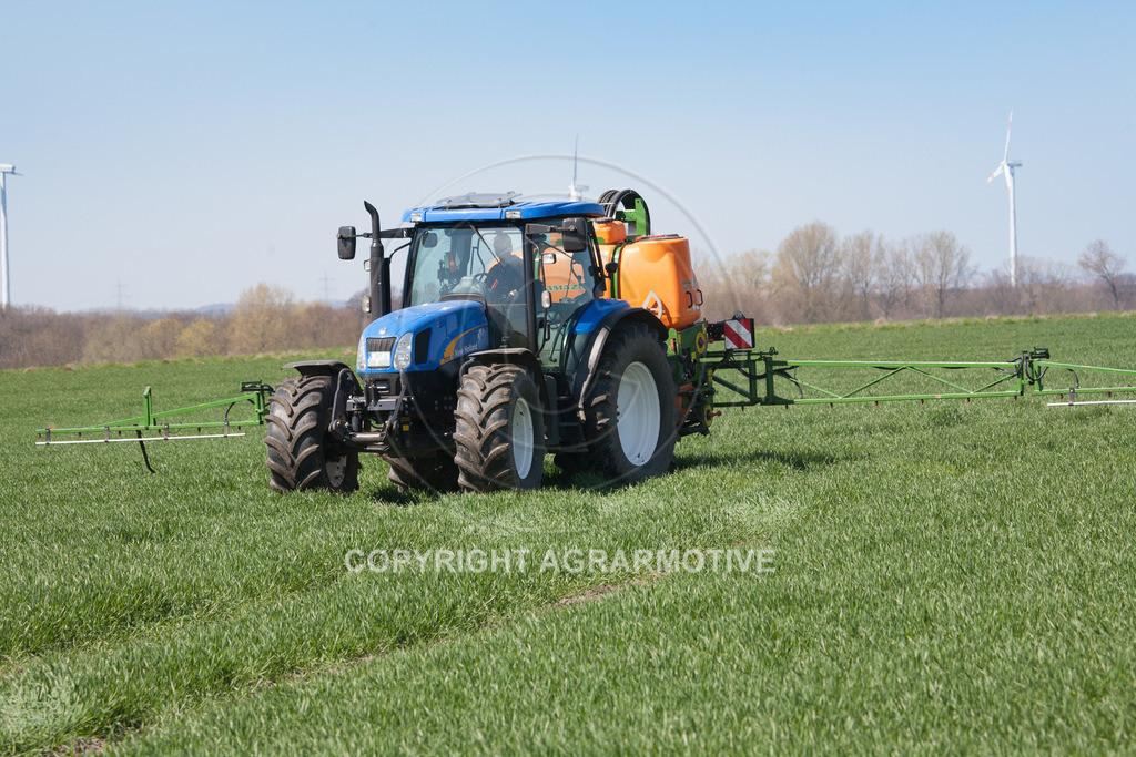 20100417-IMG_5637-Bearbeitet | Feldspritze im jungen Getreidebestand