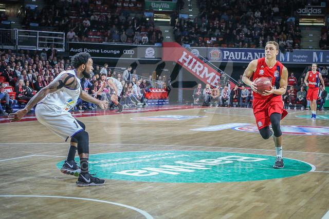 FC Bayern Basketball vs. Science City Jena, Basketball, BBL, 02.02.2019 | Robin Amaize #15 (FC Bayern Basketball) geht mit dem Ball zum Korb, FC Bayern Basketball vs. Science City Jena, Basketball, BBL, 02.02.2019