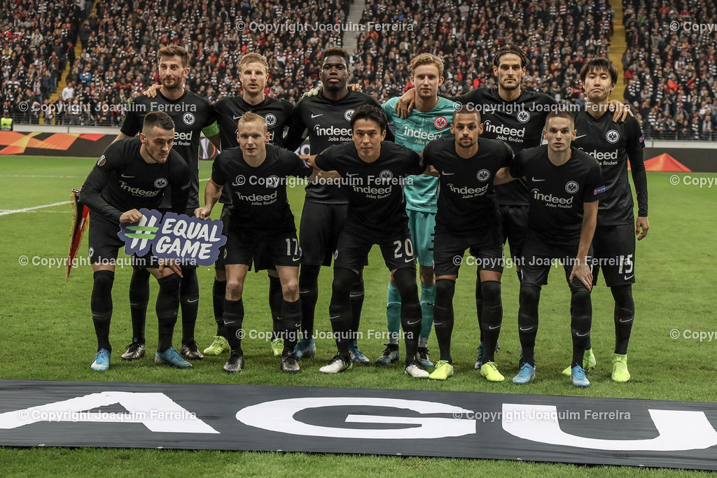 191024_sgevslie_0257 | 24.10.2019 Gruppenspiel Gruppe F UEFA Europa League Saison 2019/20 Eintracht Frankfurt - Standard Liege  emspor, emonline, despor, v.l., Teamfoto Eintracht Frankfurt , Frankfurt`s  squad, Line-up of Eintracht Frankfurt,  Foto: Joaquim Ferreira (DFL/DFB REGULATIONS PROHIBIT ANY USE OF PHOTOGRAPHS as IMAGE SEQUENCES and/or QUASI-VIDEO)
