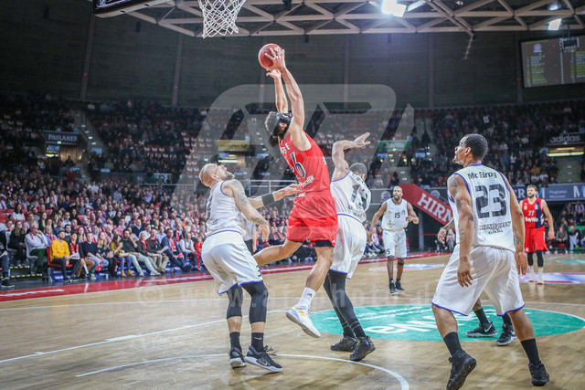 FC Bayern Basketball vs. Science City Jena, Basketball, BBL, 02.02.2019 | l-r: Im Zweikampf/Aktion mit Martynas Mazeika #3 (Science City Jena), Marvin Ogunsope #26 (FC Bayern Basketball) und Rondald Roberts #13 (Science City Jena), FC Bayern Basketball vs. Science City Jena, Basketball, BBL, 02.02.2019