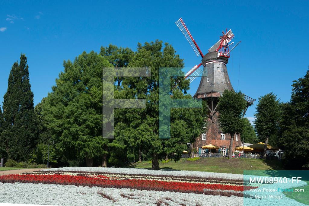 MW08940-FF | Deutschland | Niedersachsen | Bremen | Reportage: Reise entlang der Weser | Die über 100 Jahre alte Windmühle am Wall ist heute die
