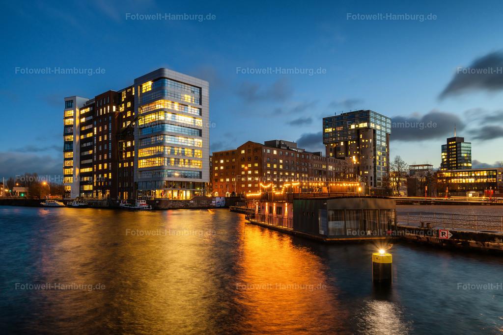 10210109 - Blaue Stunde im Harburger Binnenhafen | Blick über den Lotsekanal im  Harburger Binnenhafen zur blauen Stunde.