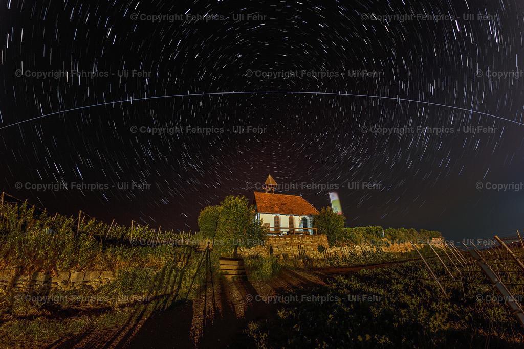 Galaktische Spuren über der Michaelskapelle | Der Polarstern als