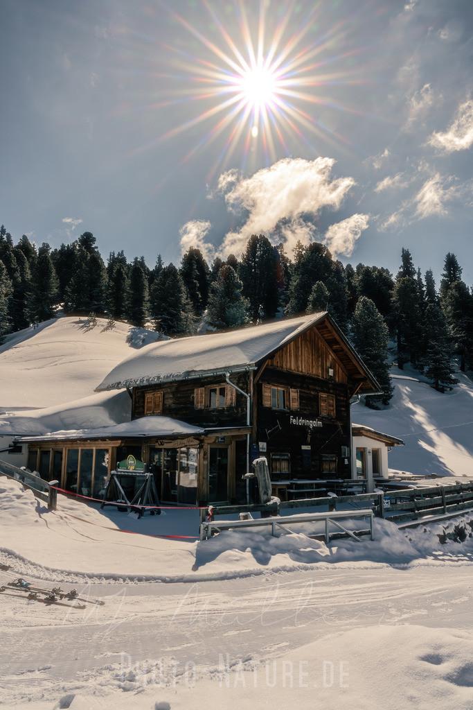 Die Wintersonne | Eine Almhütte in Tirol an einem schönen Wintertag