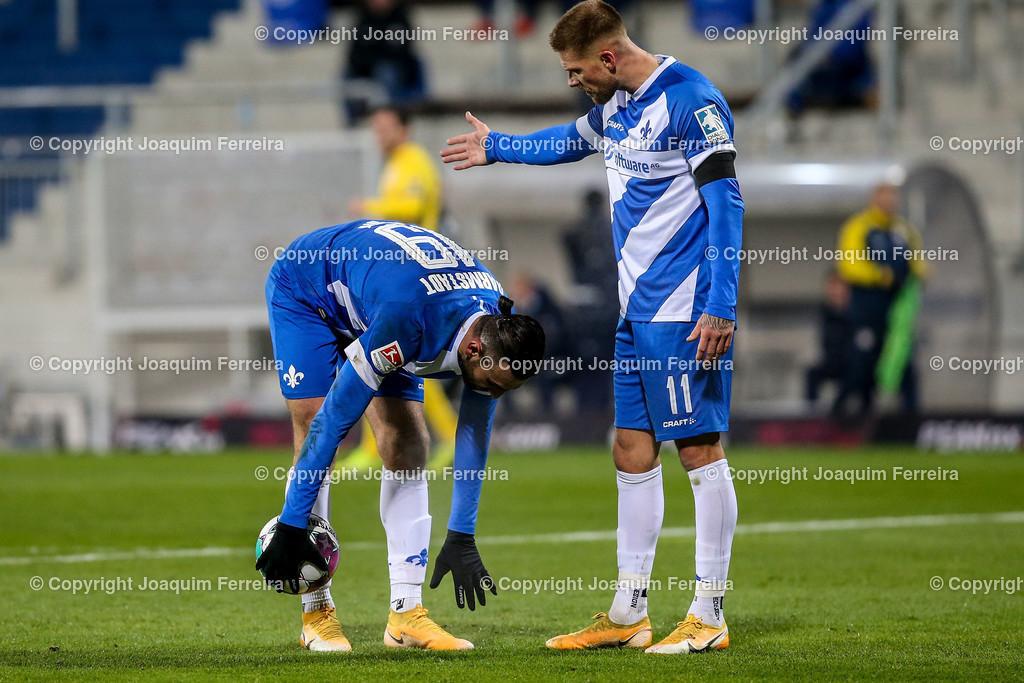 201127_svdvsbvt_0404 | 27.11.2020, xjfx, Fussball 2.BL SV Darmstadt 98 - Eintracht Braunschweig,  emspor, emonline, despor, v.l.,       (DFL/DFB REGULATIONS PROHIBIT ANY USE OF PHOTOGRAPHS as IMAGE SEQUENCES and/or QUASI-VIDEO)