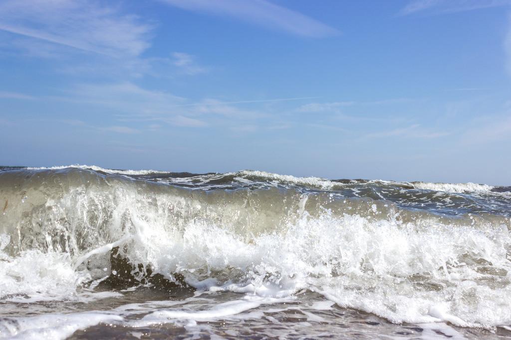 Strand in Weidefeld | Wellen am Strand in Weidefeld