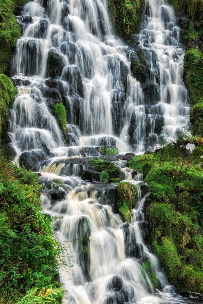 Grüner Wasserfall