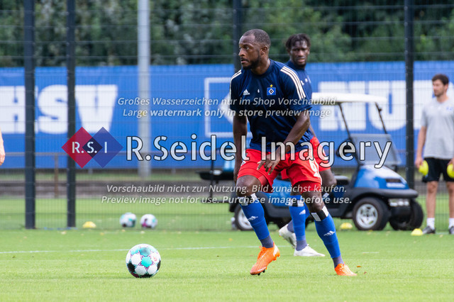 Fußball, Herren, Testspiel, Hamburger SV - FC Midtjylland, HSV-Trainingsplatz am Volksparkstadion, 20.08.2020   David Kinsombi (#6, HSV)