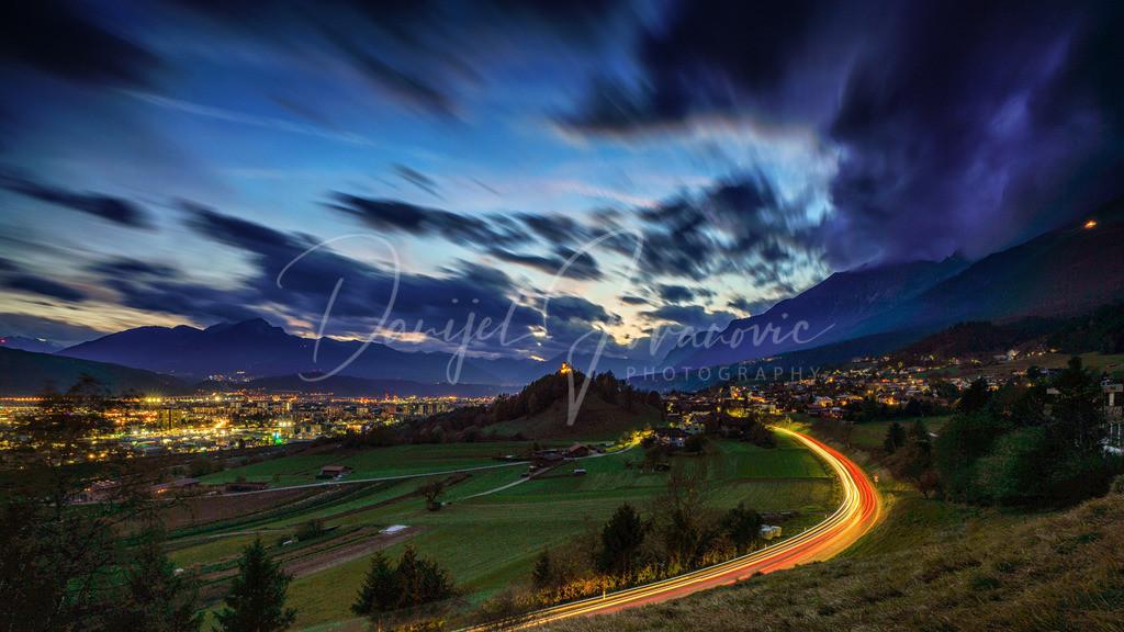 Föhnstimmung   Föhnige Stimmung zur Dämmerung mit Blick auf den Arzler Kalvarienberg und Innsbruck