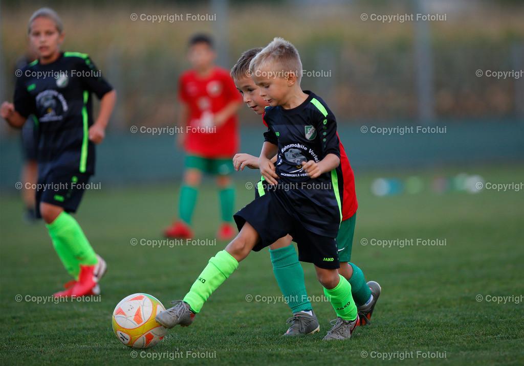 A_LUI27092021_43 | SPORT,FUSSBALL, FC WELS_SC HOERSCHING U 9 27.09.2021 IM BILD: SCHWARZ (HOERSCHING) UND ROT (FC WELS )FOTO:FOTOLUI
