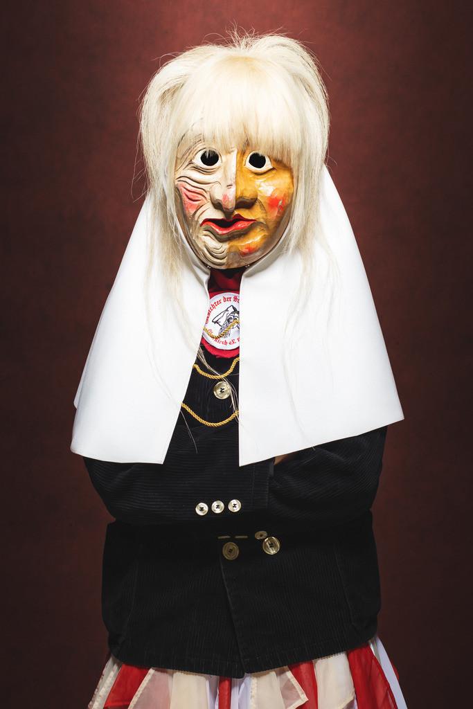 Weiße Frau der Gesichter der Schauenburg 1996 e.V.