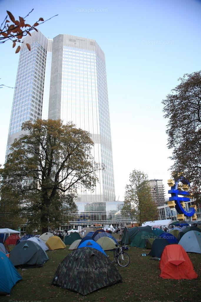 Occupy Frankfurt   Die Kapitalismusgegner von Occupy wollen das Frankfurter Bankenviertel blockieren.Die Frankfurter Anti Kapitalismus Bewegung.