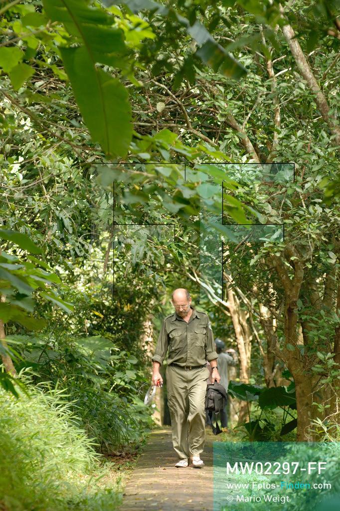 MW02297-FF | Vietnam | Provinz Ninh Binh | Reportage: Endangered Primate Rescue Center | Der Deutsche Tilo Nadler leitet das Rettungszentrum für gefährdete Primaten im Cuc-Phuong-Nationalpark.   ** Feindaten bitte anfragen bei Mario Weigt Photography, info@asia-stories.com **