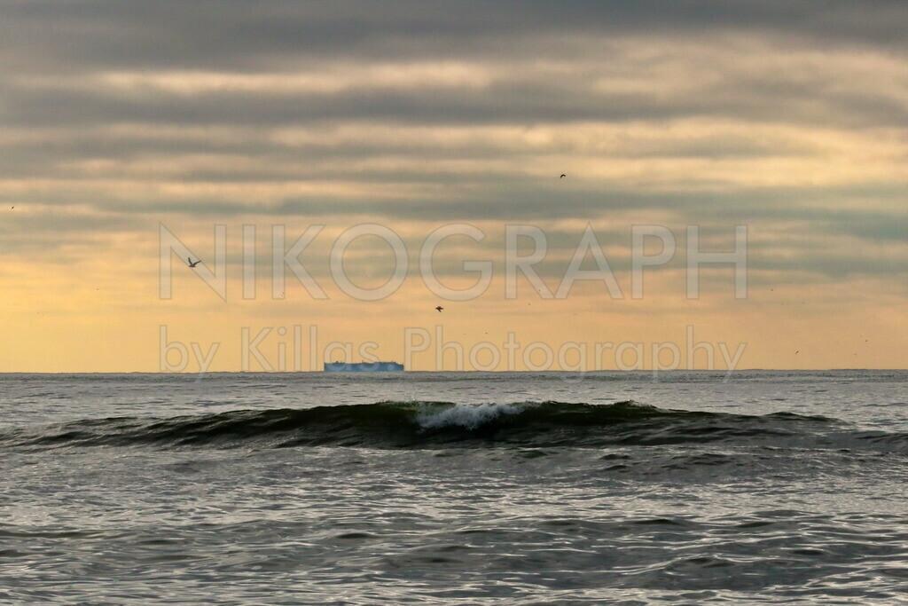 Abendhimmel über der Nordsee | Der Abendhimmel über der Nordsee bei Texel. Eine Welle bricht kurz vor dem Strand.