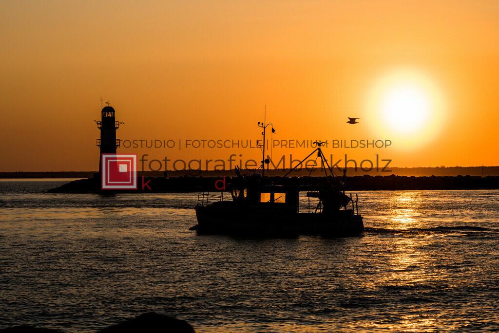 @_Marko_Berkholz_mberkholz_Schiffe_Boote_MBE5450   Die Bildergalerie Schiffe & Boote des Warnemünder Fotografen Marko Berkholz zeigt Stimmungen und unzählige Details und Momente. Die Hafeneinfahrt bei Tag, in der Nacht und am Morgen, sind oft die außergewöhnliche Kulisse.
