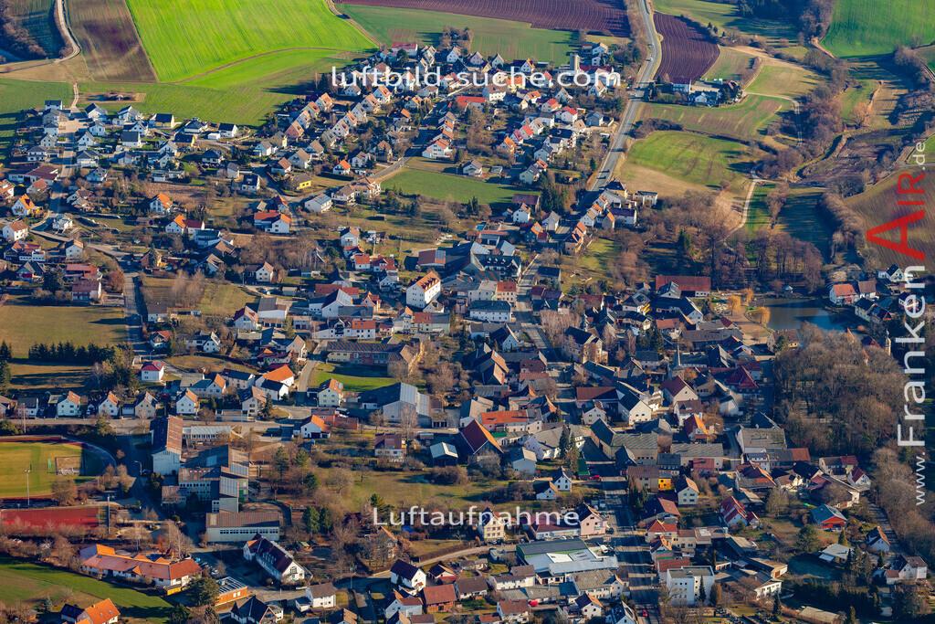 untersiemau-19-312 | aktuelles Luftbild von  Untersiemau - Luftaufnahme wurde 2019 von https://frankenair.de mittels Flugzeug (keine Drohne) erstellt.