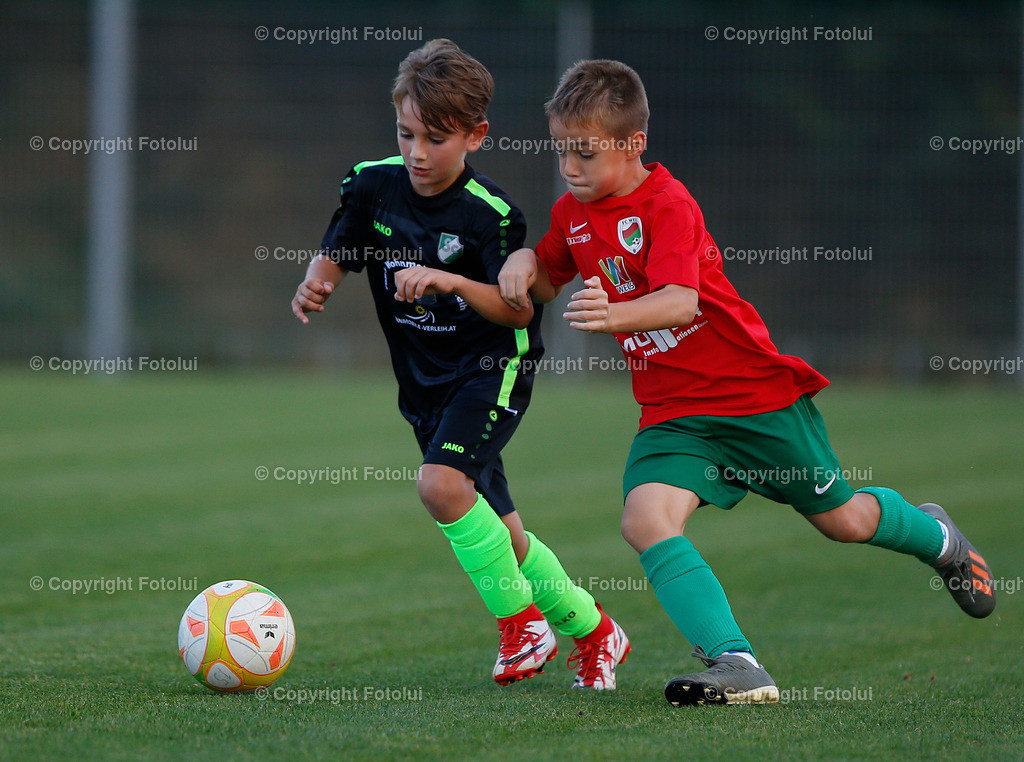 A_LUI27092021_37 | SPORT,FUSSBALL, FC WELS_SC HOERSCHING U 9 27.09.2021 IM BILD: SCHWARZ (HOERSCHING) UND ROT (FC WELS )FOTO:FOTOLUI