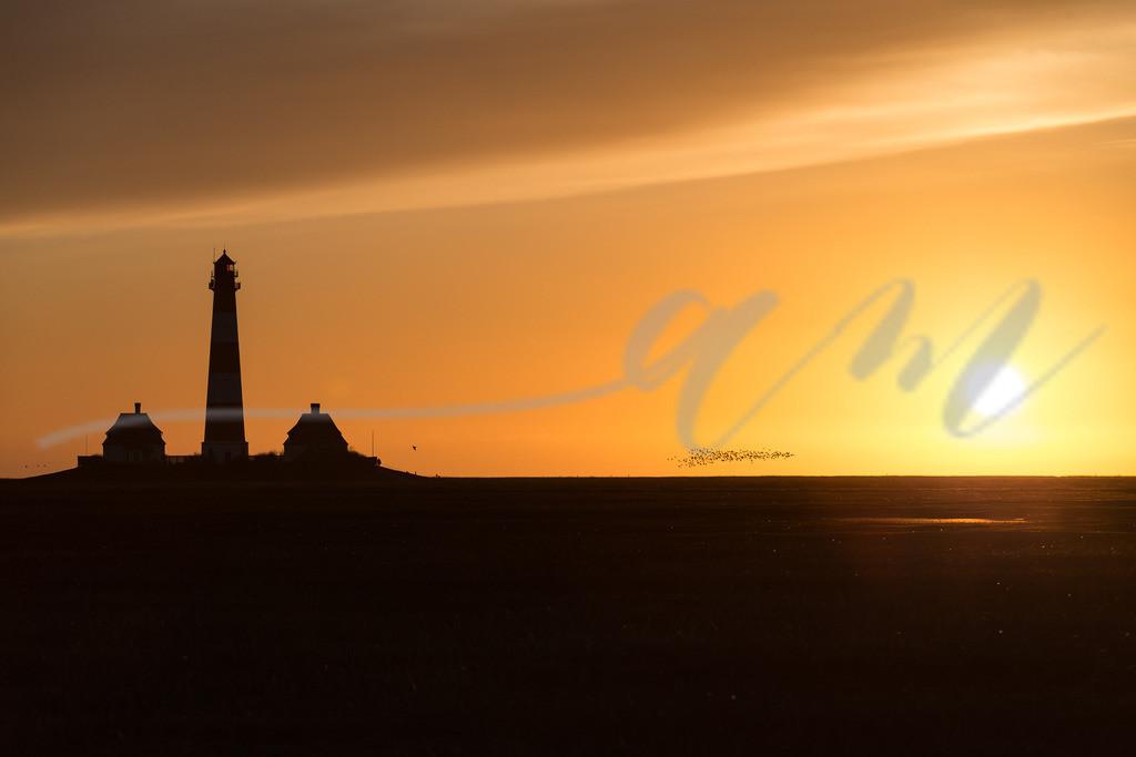 Westerhever Leuchtturm im Sonnenuntergang | Die Sonne verabschiedet sich