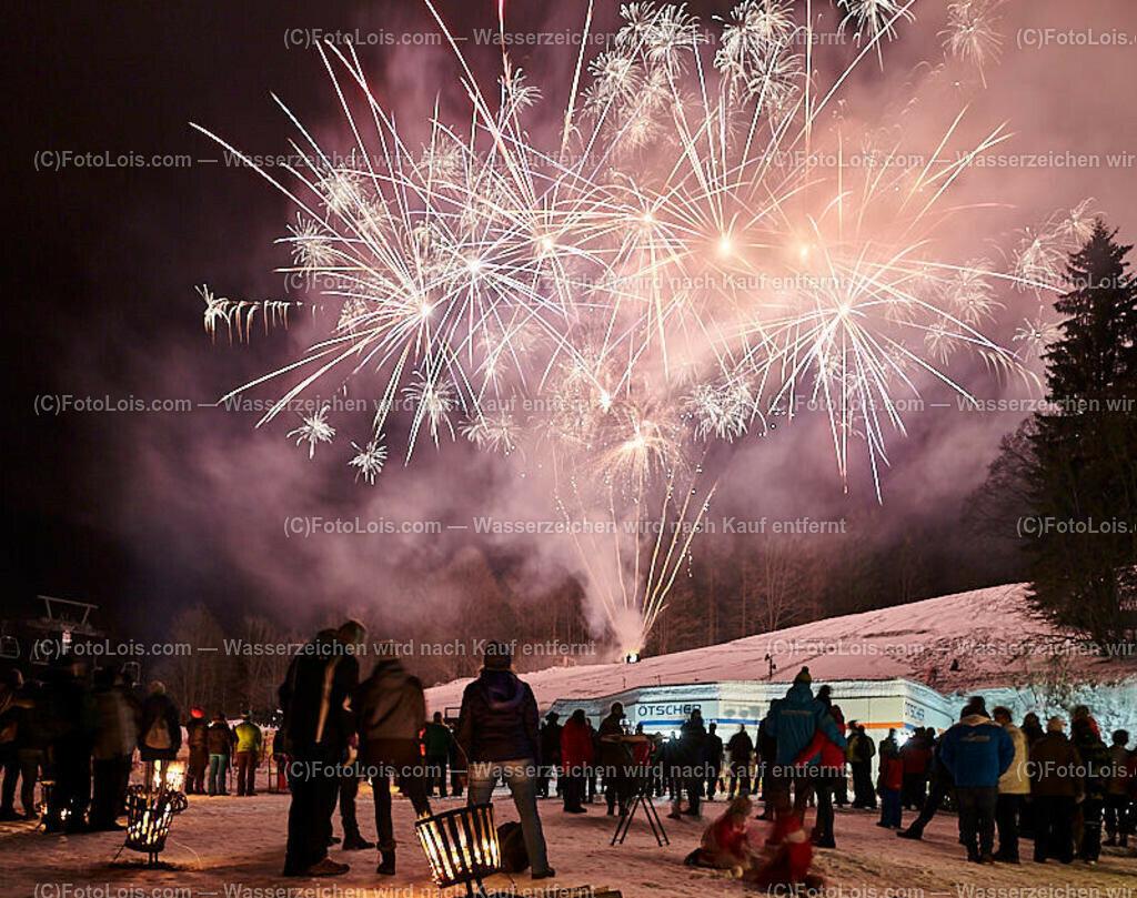 264_FIRE-ICE_Lackenhof | (C) FotoLois.com, Alois Spandl, FIRE & ICE in Lackenhof bei der Schirmbar im Weitental mit der Liveband àlaSKA, Feuershow von FEUERMATRIX, feurige Kulinarik, Pistenraupentaxi und dem großen Abschlussfeuerwerk zum Beginn der Semesterferien, Sa 2. Februar 2019.