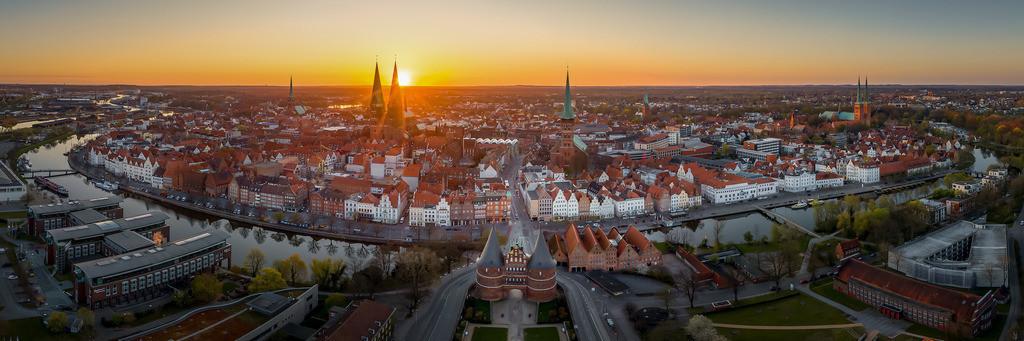 Die Lübecker Altstadtinsel im Sonnenaufgang | April 2020 - Lübeck im Sonnenaufgang
