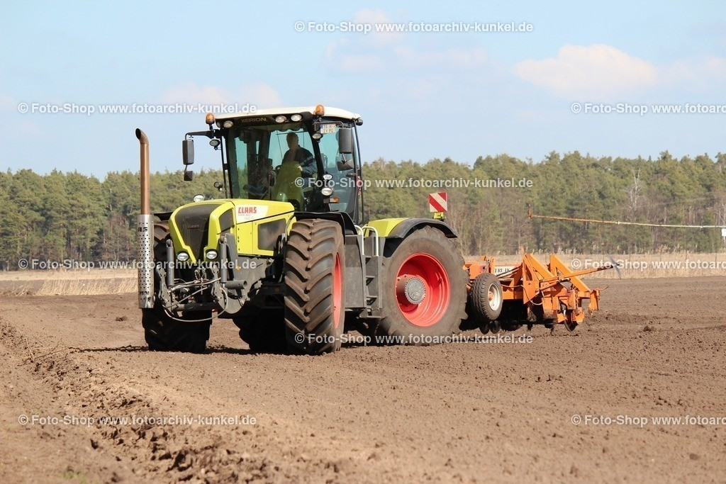 Claas Xerion 3800 TRAC VC Traktor_ Schlepper - 2007-13_ mit Scheibenegge_ BRD - 120305-033