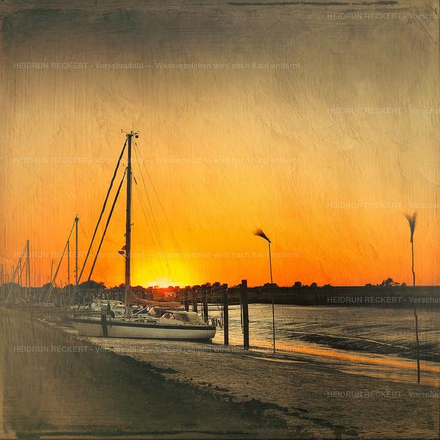 Sonnenuntergang im Süderhafen bei Ebbe
