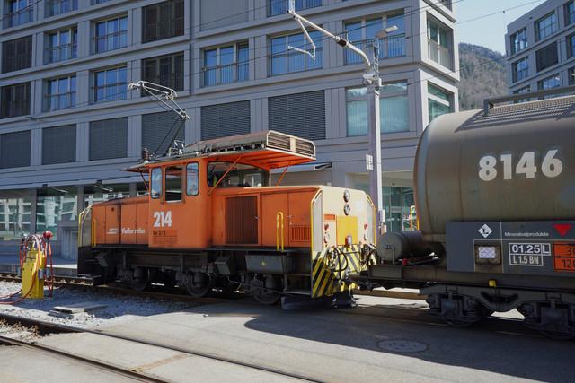 RhB Ge 3/3 214 | Die Rangierlok bewegt die Güterwagen auf die andere Seite vom Bahnhof Chur.