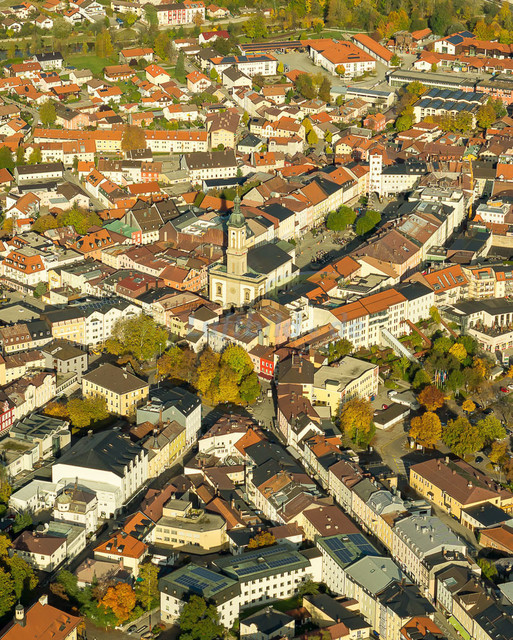 luftbild-traunstein-stadtplatz-bruno-kapeller-33 | Luftaufnahme vom Stadtplatz in Traunstein, historische Altstadt, 2013.