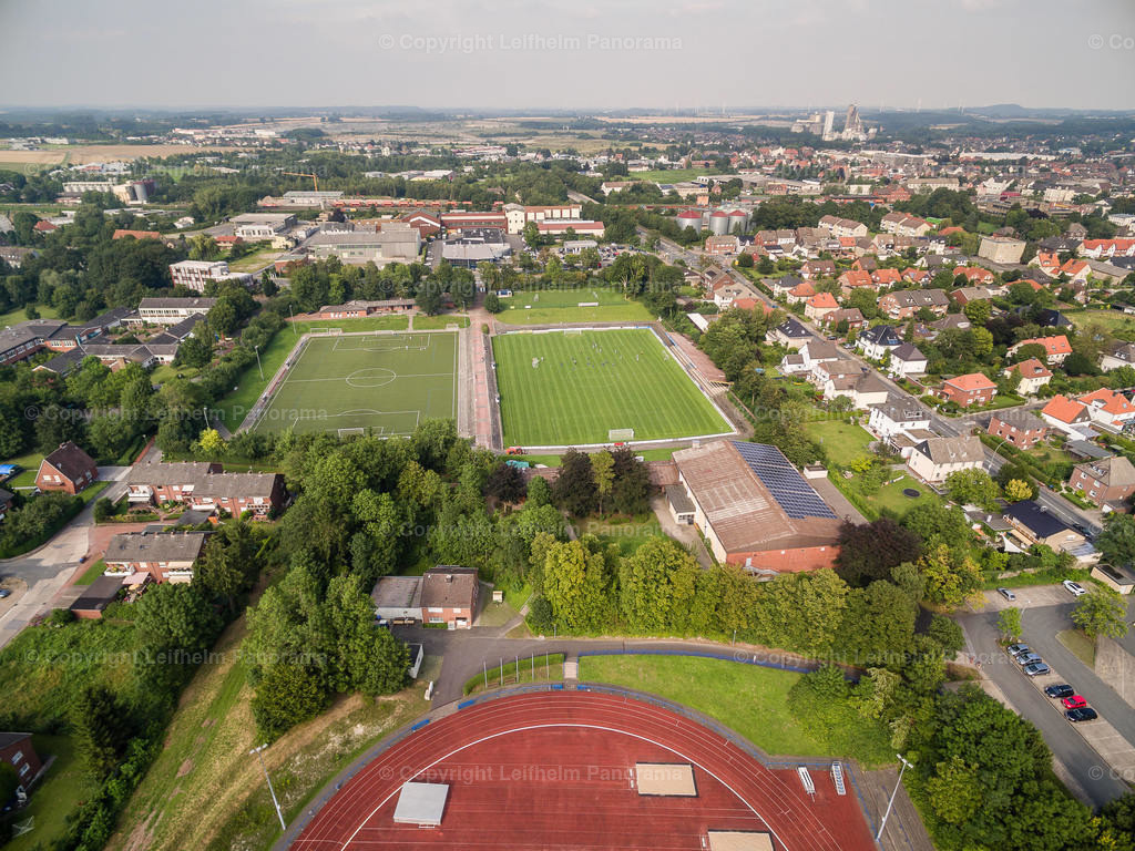 15-08-11-Leifhelm-Panorama-Jahnstadion-Roemerkampfbahn-02