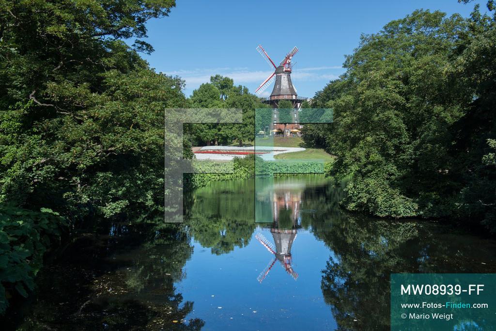 MW08939-FF | Deutschland | Niedersachsen | Bremen | Reportage: Reise entlang der Weser | Die über 100 Jahre alte Windmühle am Wall ist heute die