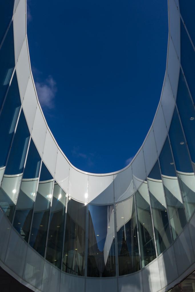 Ovale Fassade mit Spiegelung