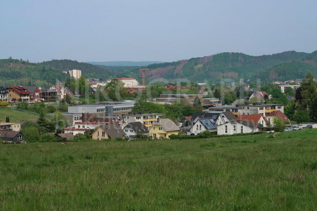 Hemeraner Aussicht | Panoramaaufnahme von Hemer. Unter anderem ist die Europaschule am Friedenspark, die Gesamtschule der Stadt Hemer, zu sehen.