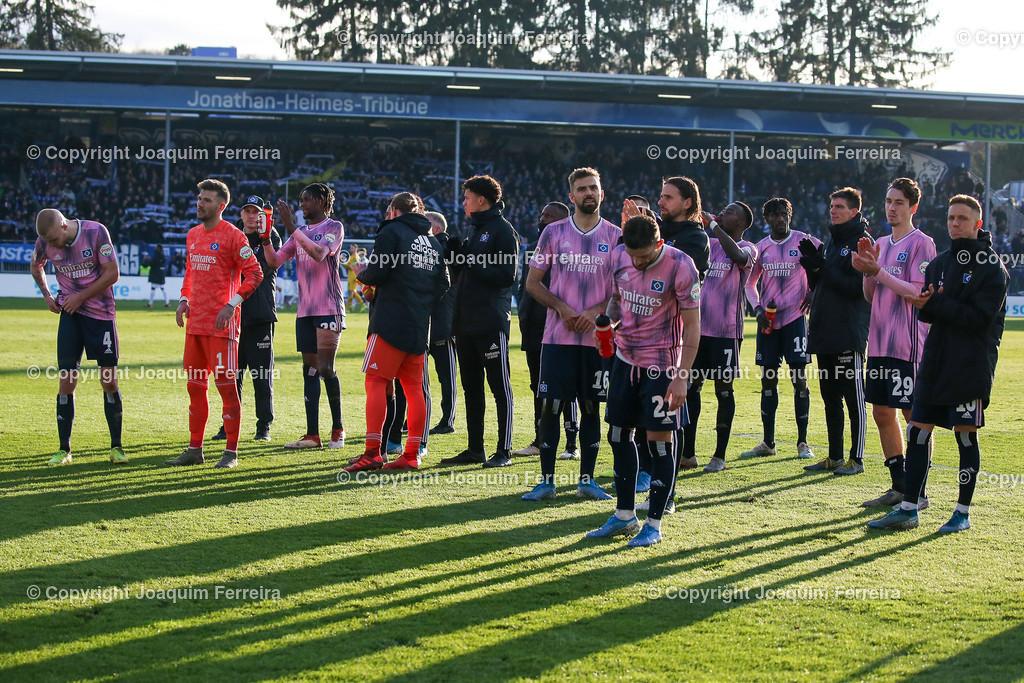 191221svdvshsv_1459 | 21.12.2019 Fussball 2.Bundesliga, SV Darmstadt 98-Hamburger SV emspor, despor  v.l.,  Spieler des Hamburger SV bedankt sich bei den Fans, bedanken, Dank. Mannschaft nach dem Spiel, after the match bedankt sich bei den Fans, applauds the fans, enttaeuscht, enttaeuscht schauend, dissapointed    (DFL/DFB REGULATIONS PROHIBIT ANY USE OF PHOTOGRAPHS as IMAGE SEQUENCES and/or QUASI-VIDEO)